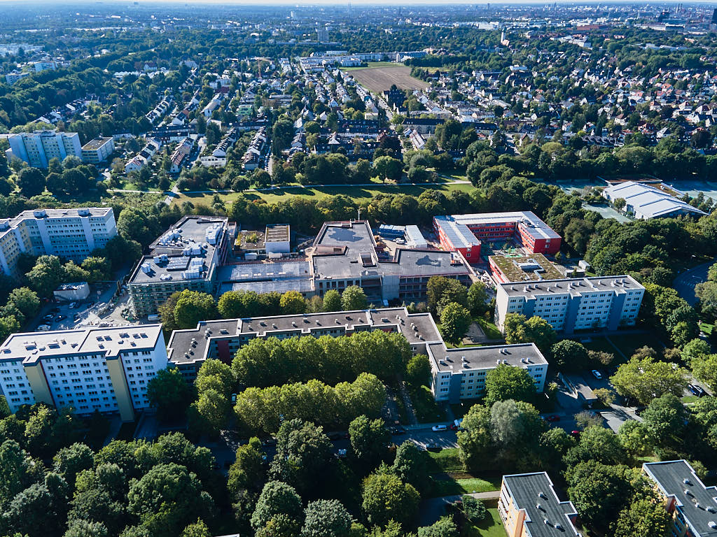Luftaufnahmen von der Grundschule Strehleranger