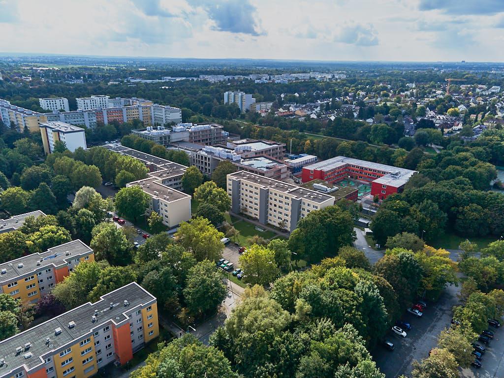 Luftaufnahmen von der Grundschule Strehleranger in Neuperlach